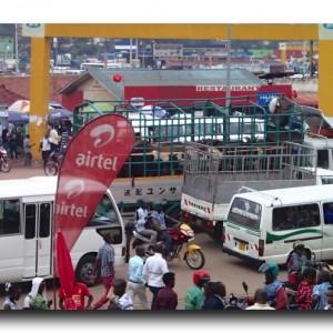 パトカーをヒッチハイクしてルワンダの国民的行事を乗り切るべし。