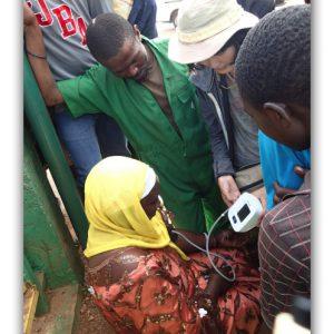 ルワンダ人が殺到して大混乱!!キガリの街で血圧測定サービス。