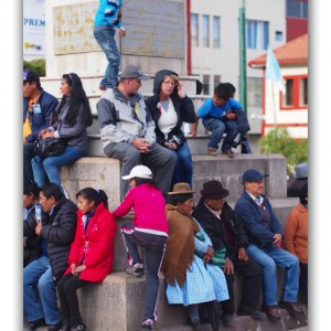 カーニバル真っ只中の広場で血圧測定サービス! in ペルー