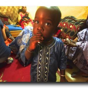 セネガルで現地の人のお宅訪問!!引っ張りだこの血圧測定。