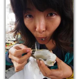 生ガキを食べる宇宙人と国連で働く日本人。