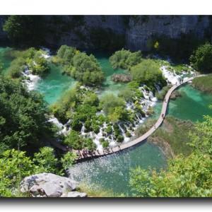 世界三大瀑布を遥かに上回る感動。エメラルドグリーンの滝と湖に包まれる幸せ!